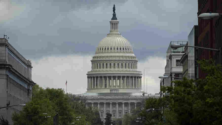 冠状病毒是如何影响国会议员的