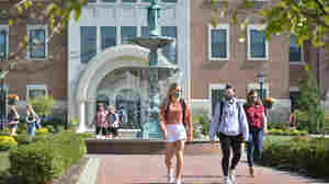 Despite Strains, Small Colleges Find Advantages In Dealing With COVID-19 On Campus