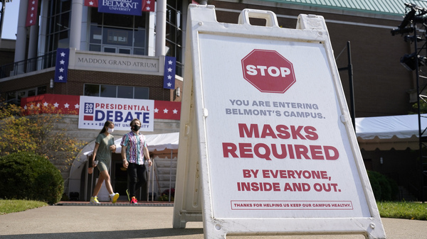 In Nashville, Tenn., a sign reminds visitors to wear masks at Belmont University, which is preparing to host Thursday