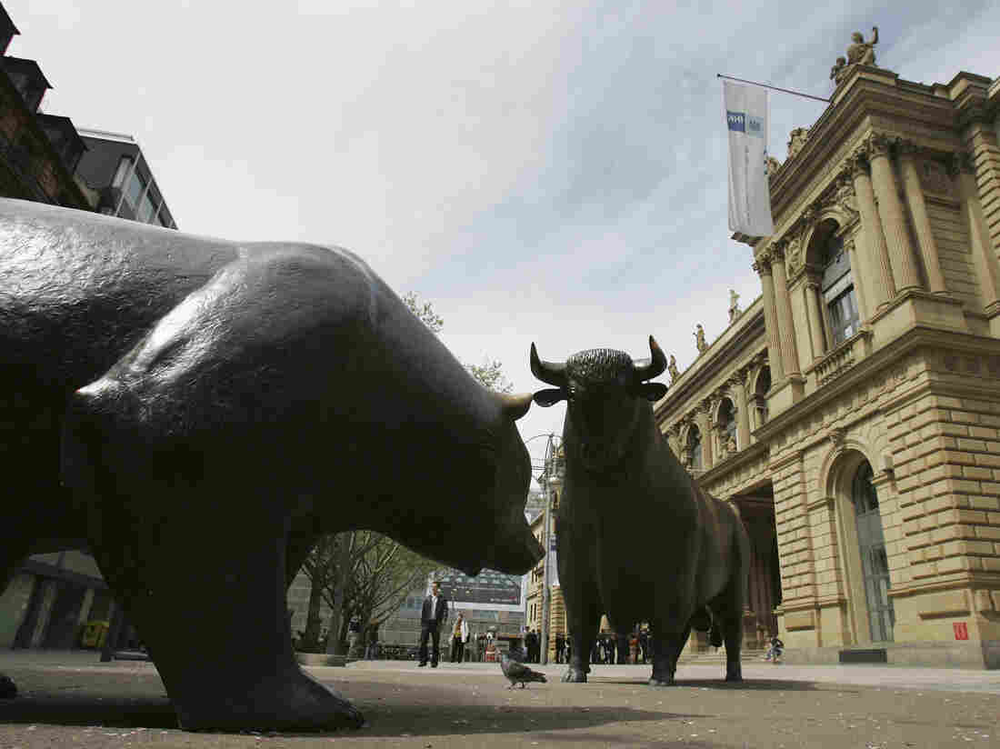 Will the bull or the bear statue win?