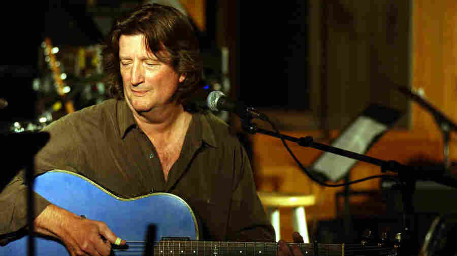 Acoustic guitarist Chris Smither can play about 100 Bob Dylan songs.