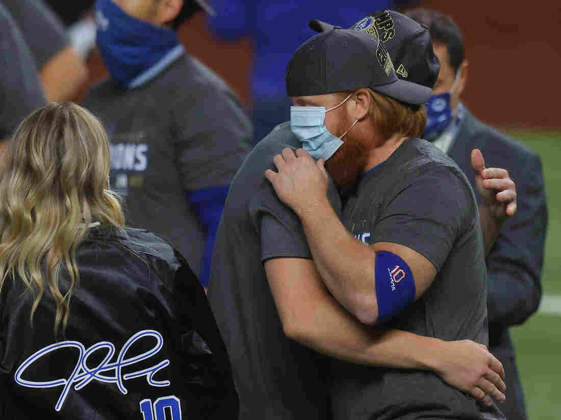Justin Turner tested positive for COVID-19 but returned to the field