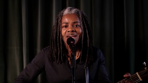 Tracy Chapman Returns To Sing Of 'Revolution' On The Eve Of Election Day