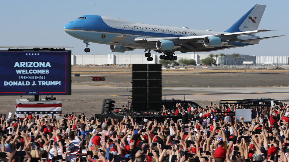 Air Force One lands at Phoenix Goodyear Airport for a campaign rally less than a week before Election Day. (Chip Somodevilla/Getty Images)