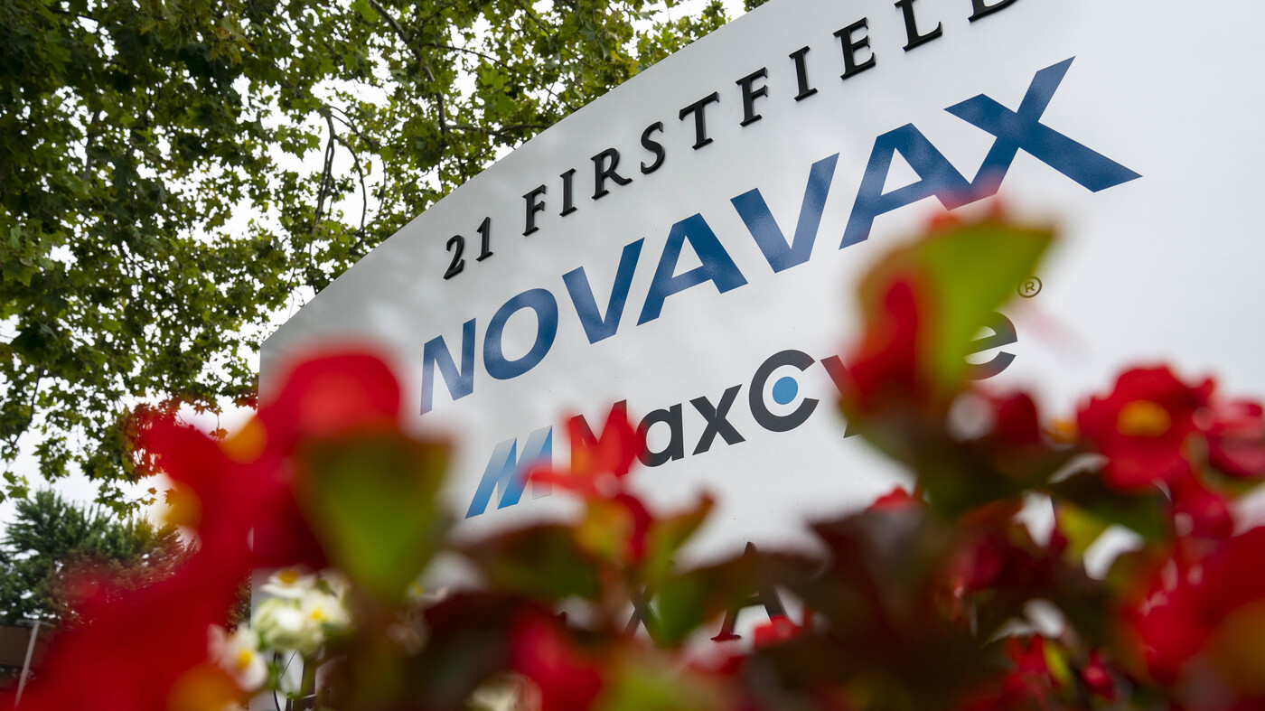 Novavax Releases Federal Contract To Develop COVID-19 Vaccine : Shots – Health News – NPR