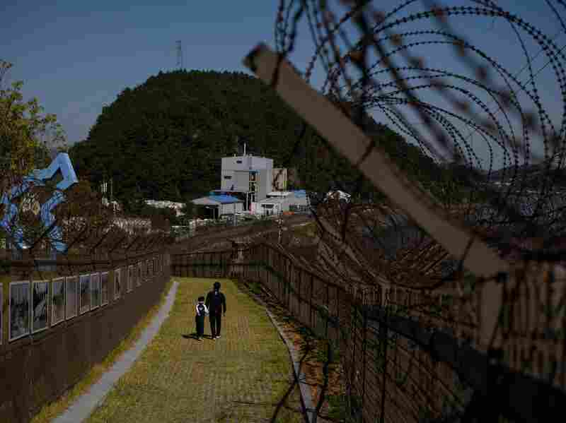 North Koreans leaving South, citing hardships