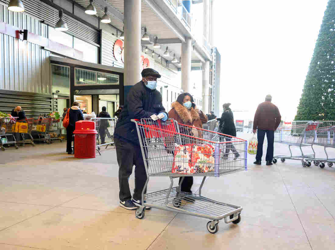 NEW YORK, NEW YORK - NOVEMBER 24: People shop for groceries ahead of Thanksgiving at Costco Wholesale in East Harlem on November 24, 2020 in New York City. (Photo by Noam Galai/Getty Images)