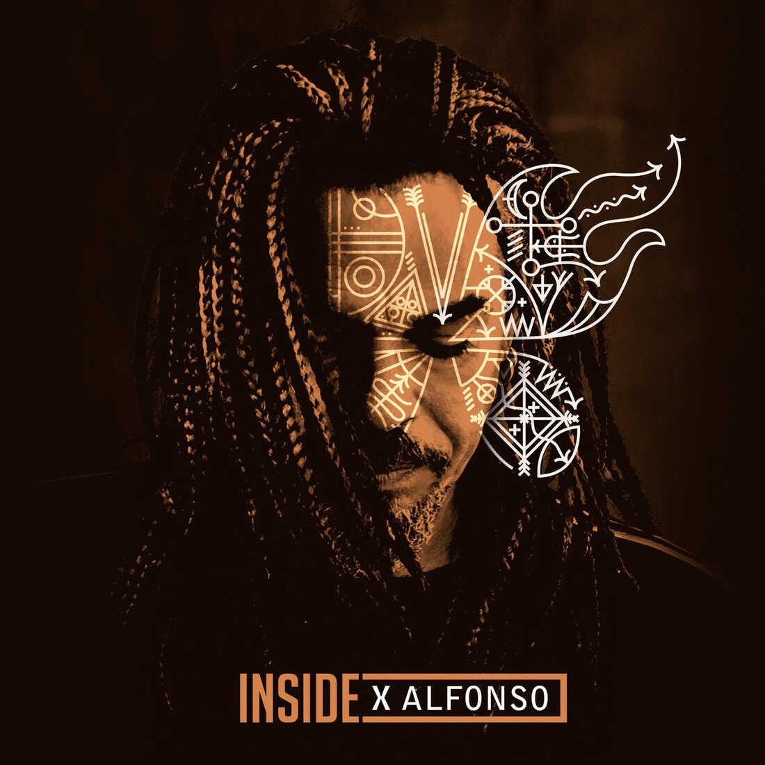X Alfonso, Inside