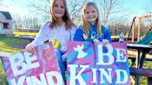 'Be Kind': Tween Kentucky Sisters Hope Campaign Will Spark A Wave Of Kindness