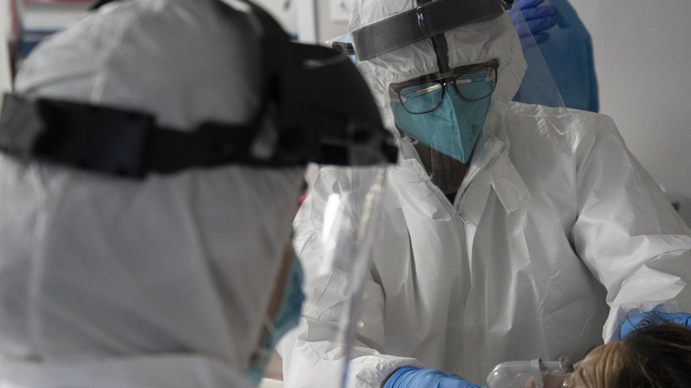 US Surpasses 100000 Coronavirus Hospitalizations : Coronavirus Updates – NPR