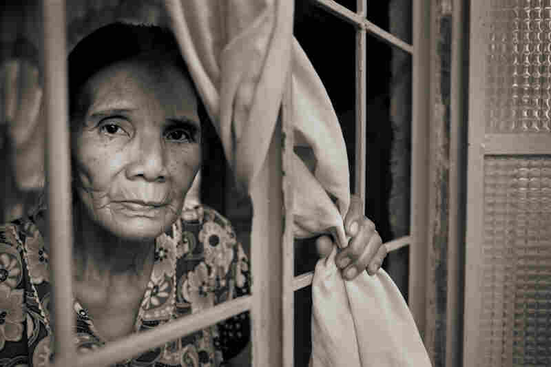 "Perla Bulaon Balingit said she still has flashbacks of the atrocities she suffered at the hands of Japanese soldiers and wonders, ""How were they able to do that to another human as a human being?"""