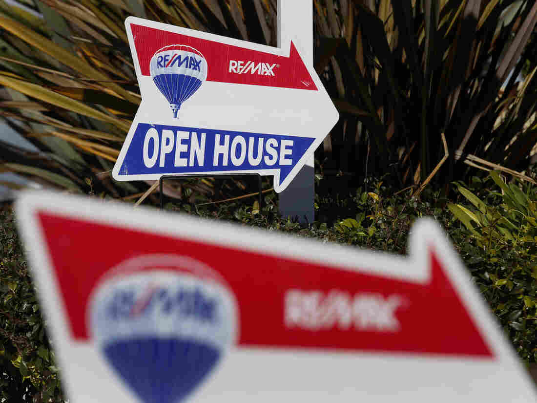 RE/MAX Holdings Inc. signage is displayed outside of an open house in Redondo Beach, California, U.S., on Saturday, Feb. 14, 2015. The National Association of Realtors is scheduled to release existing home sales figures on Feb. 23. Photographer: Patrick T. Fallon/Bloomberg via Getty Images