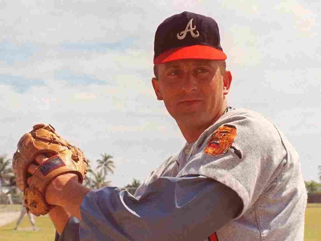Braves great Phil Niekro passes away at 81