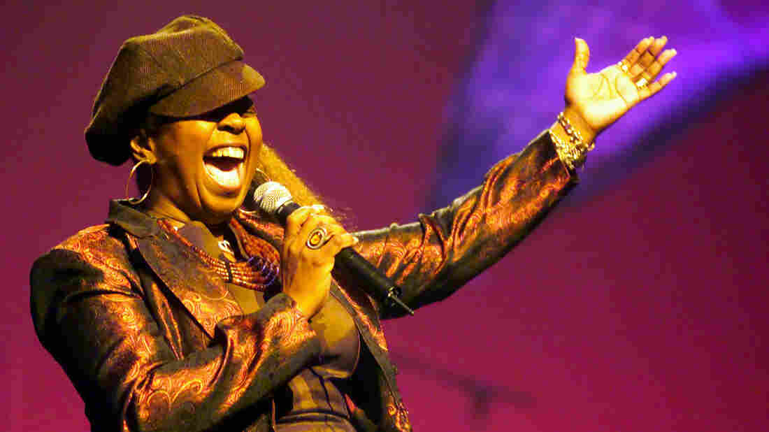 Betty Wright performing at the Apollo Theatre in New York City in 2001.