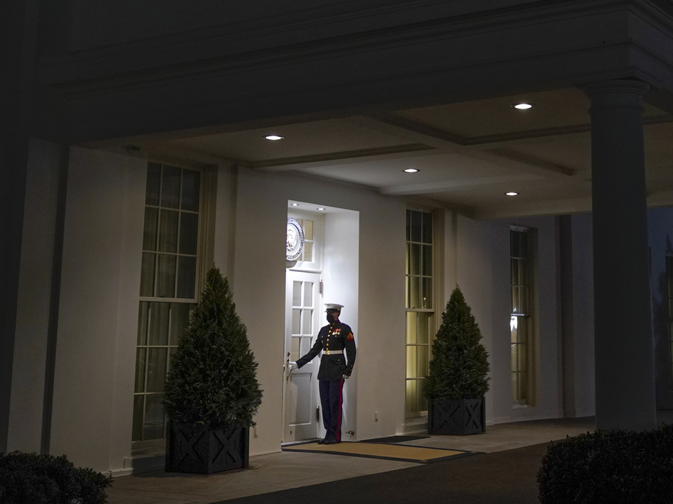 A Marine stands outside the entrance to the West Wing of the White House, signifying President Donald Trump is in the Oval Office, on Thurs., Jan. 7, 2021. (Patrick Semansky/AP)