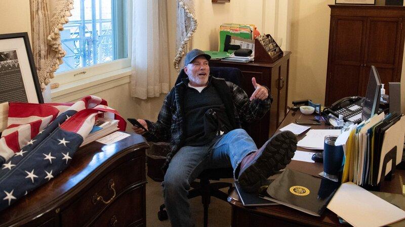 Member of mob in Nancy Pelosi's office
