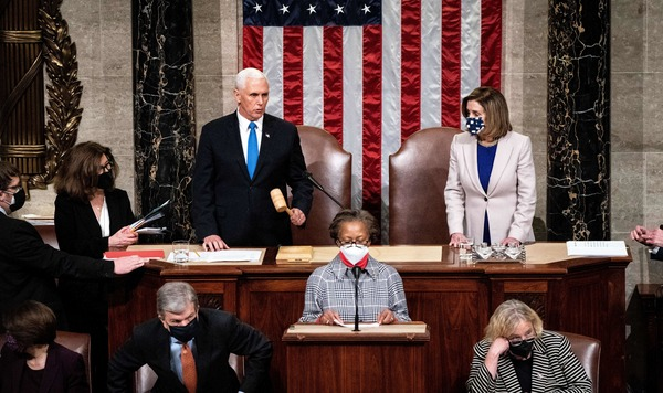 Vice President Pence, pictured alongside House Speaker Nancy Pelosi, presides over a joint session of Congress to certify the 2020 Electoral College results after supporters of President 王牌stormed the Capitol 上  Jan. 6. A new House resolution calls 上  Pence to assume the presidency.