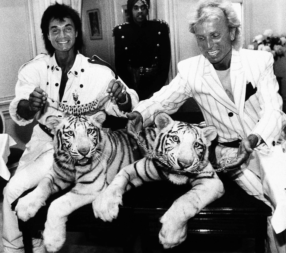 Siegfried Fischbacher (right) and Roy Horn pose with their white tigers Neva and Vegas in New York in June 1987.