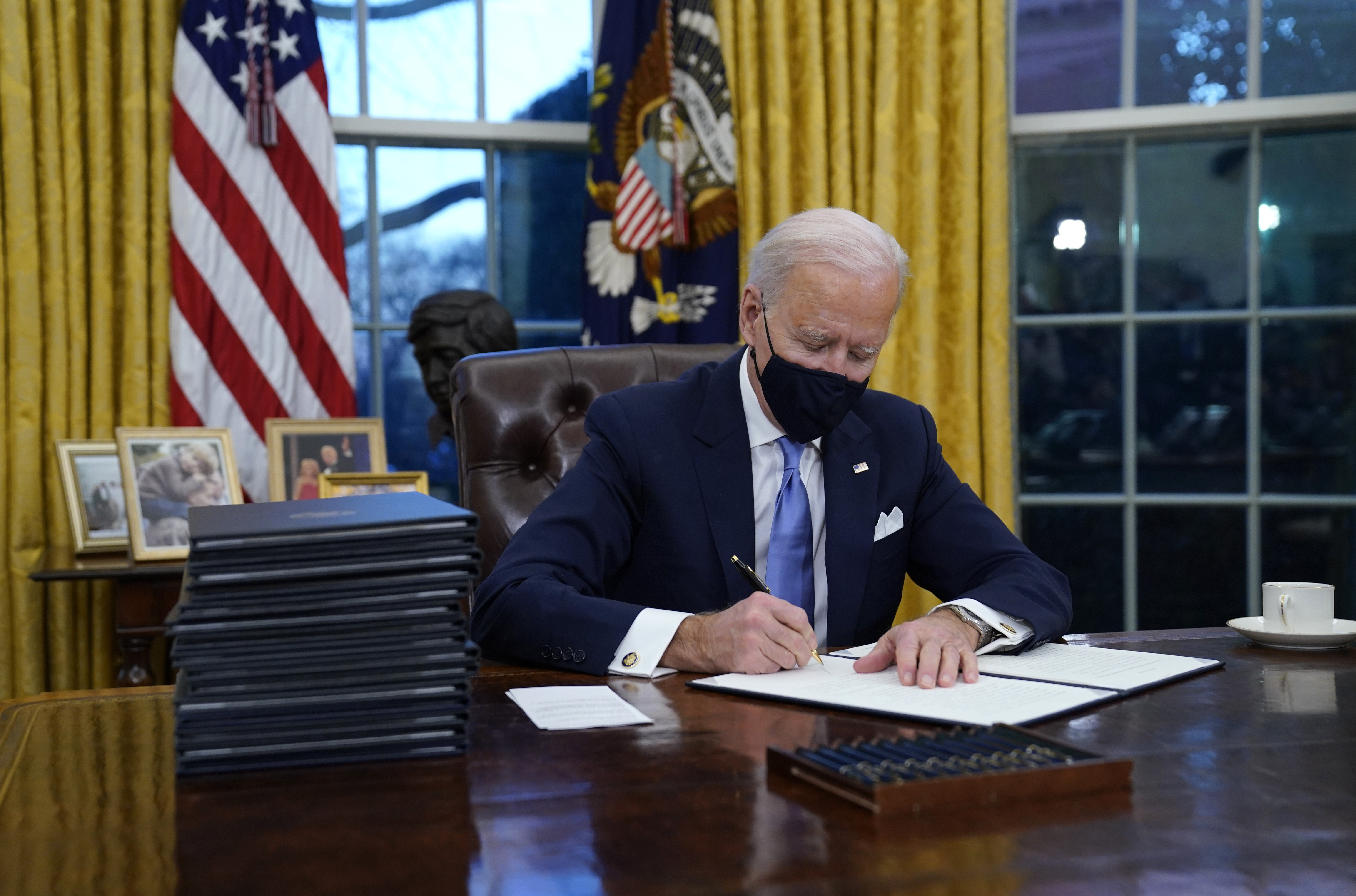 Photos President Biden S Redecorated Oval Office President Biden Takes Office Npr