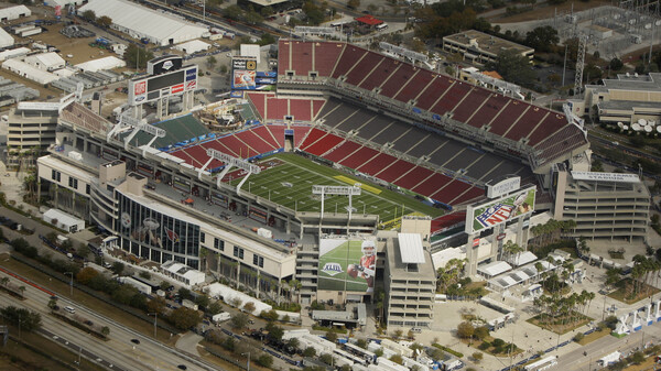 The NFL is inviting about 7,500 healthcare workers to Super Bowl LV in Tampa, Fla.