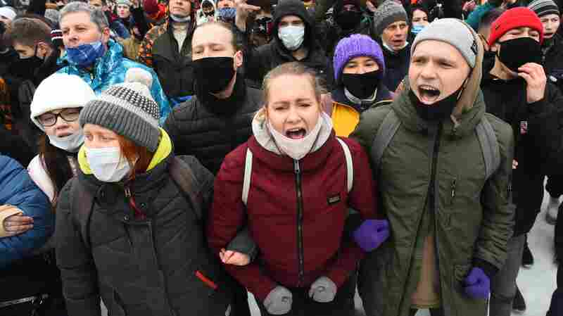 Social Media Fueled Russian Protests Despite Government Attempts To Censor