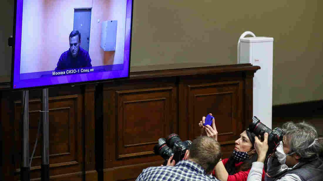 Biden, Putin Hold First Phone Discussions