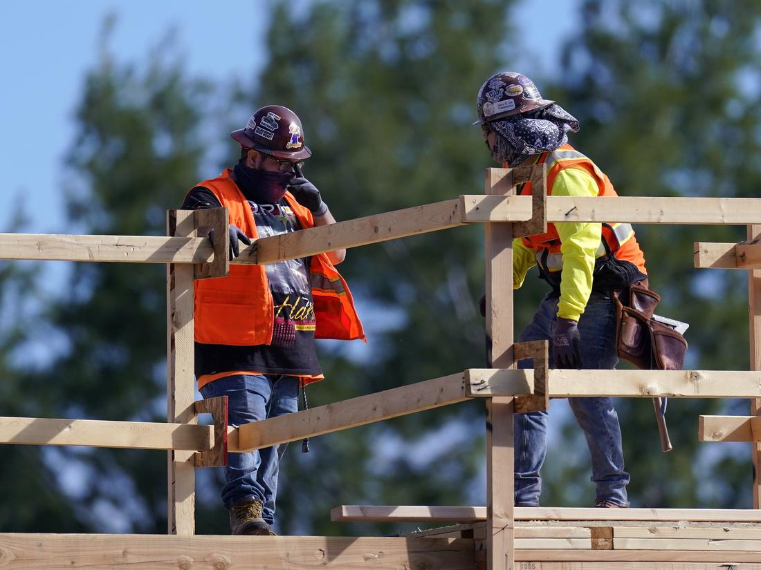 Empregadores começam a contratar novamente, mas 'não estão em nenhum lugar perto' de recuperar empregos perdidos: NPR 2