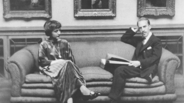 1917年和1918年父亲和兄弟去世后,邓肯·菲利普斯(Duncan Phillips)找到了艺术上的慰藉。他的妻子马乔里·菲利普斯(Marjorie Phillips)是一位画家。他们于1921年在华盛顿特区开设了菲利普斯收藏馆。照片摄于1920年左右的主画廊。