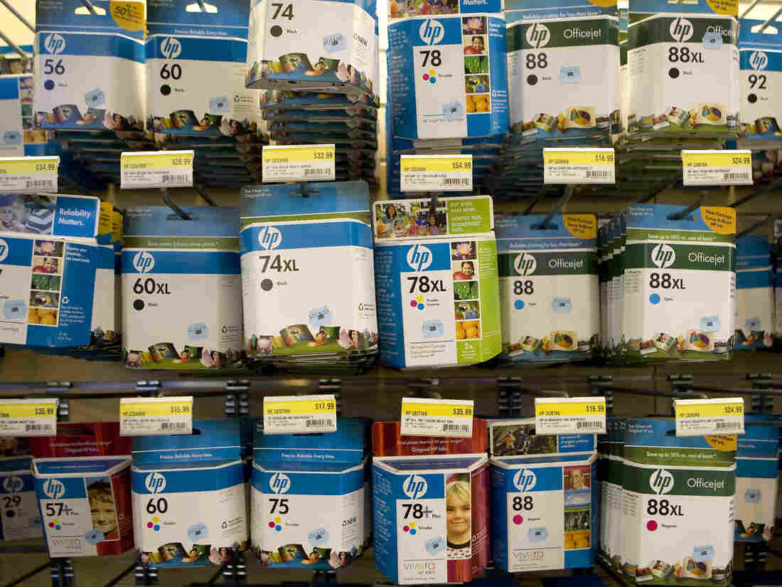 Hewlett-Packard Co. inkjet cartridges sit on display at the J&R Music World store in New York, U.S., on Wednesday, Feb. 18, 2009.