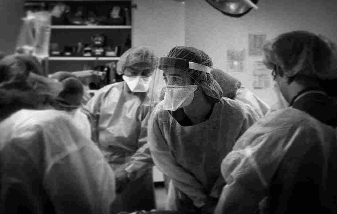 'The Essence Of Truth': A Doctor's Photos Document The COVID-19 Crisis In The ER 6