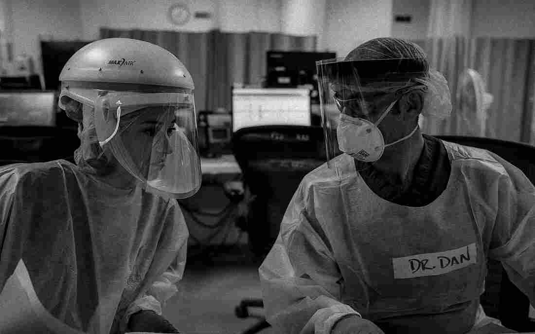 'The Essence Of Truth': A Doctor's Photos Document The COVID-19 Crisis In The ER 9