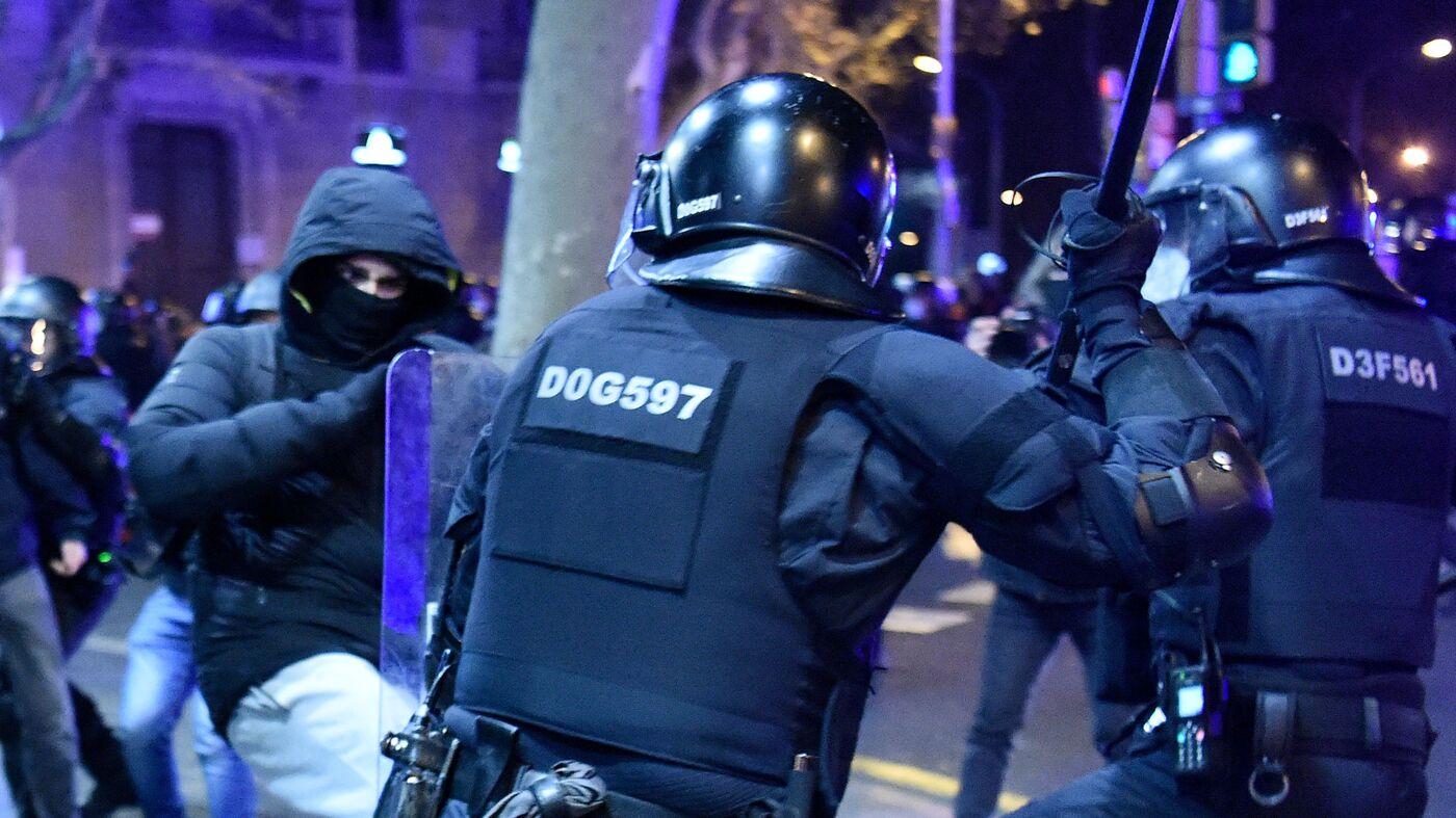 Violence Erupts In Barcelona On 5th Night Of Protests Over Jailed Rapper – NPR