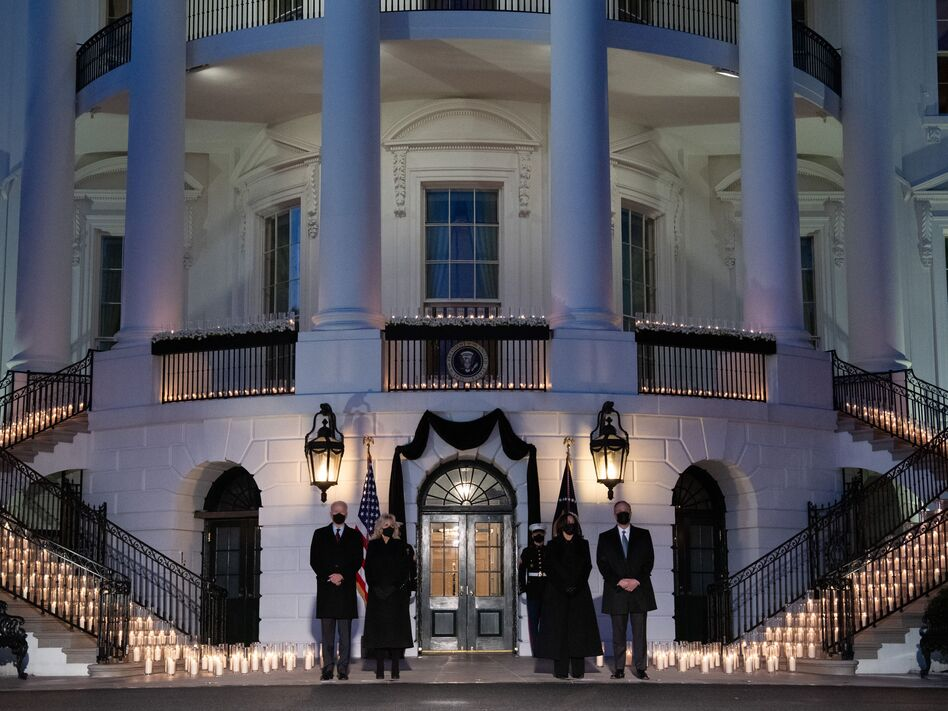 President Biden, first lady Jill Biden, Vice President Harris and second gentleman Doug Emhoff hold a moment of silence and candlelight ceremony in honor of those who have lost their lives to the coronavirus. (Saul Loeb/AFP via Getty Images)