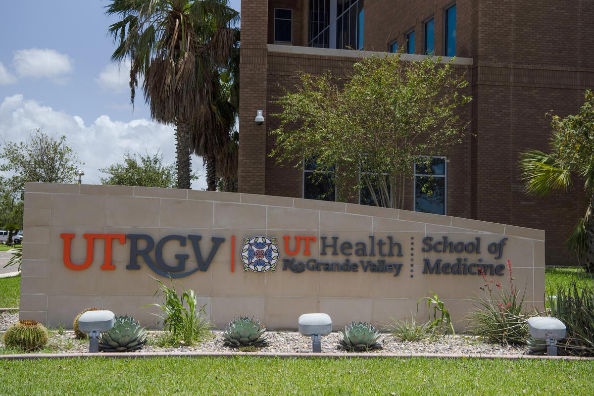O site de vacinação do Texas pede desculpas por recusar as injeções de COVID-19 a 2 pessoas elegíveis 3