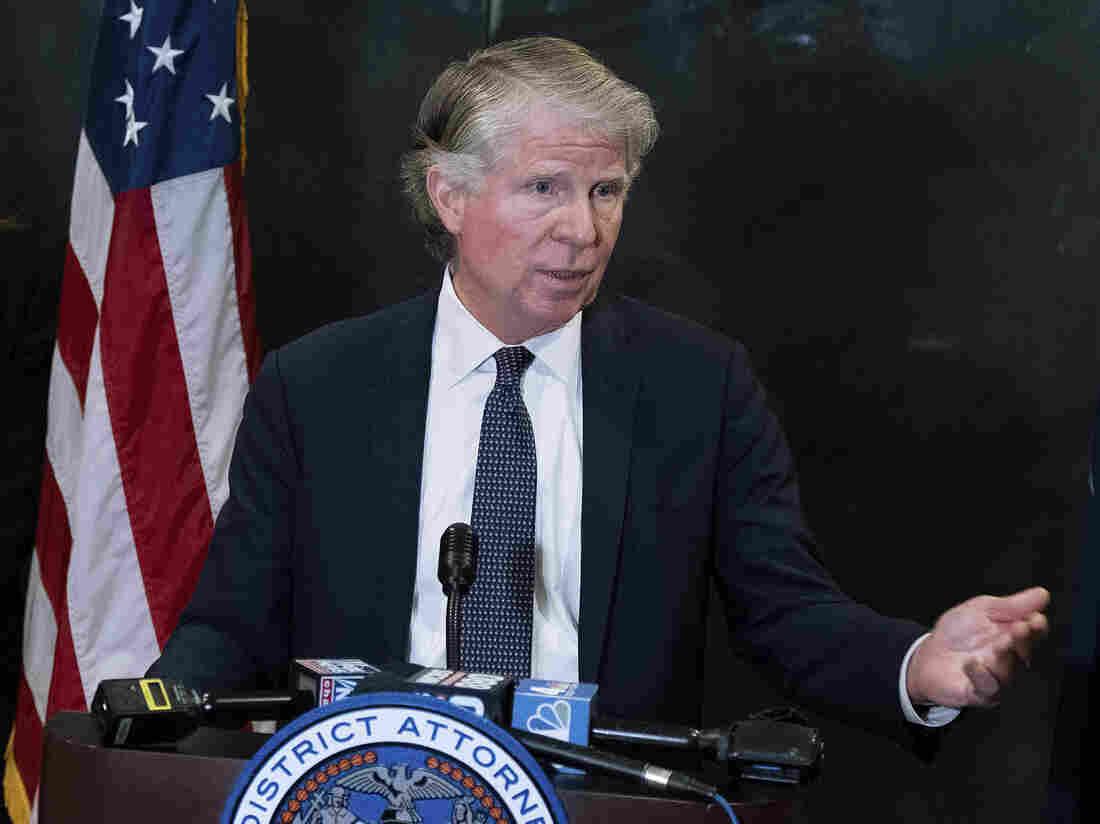 Manhattan DA Cyrus Vance Jr., Who Is Investigating Trump, Won't Seek Reelection