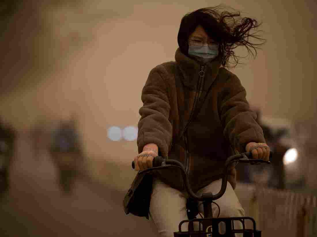 Beijing hit by worst sandstorm in a decade