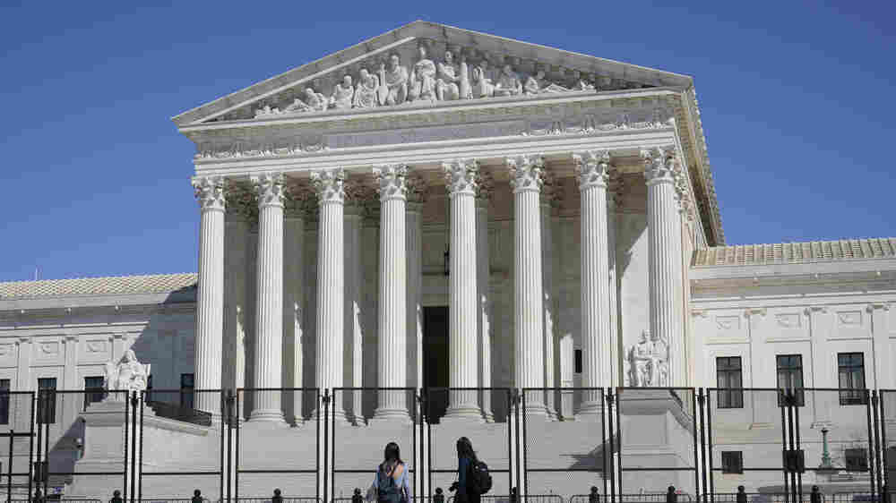 Supreme Court Mulls Whether Police Can Enter Home Without Warrant To Save A Life
