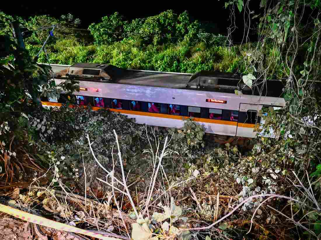 Taiwan: Dozens killed as train crashes and derails in tunnel