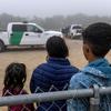 Ngày càng ít trẻ em di cư được giam giữ trong các trại giam ở biên giới, nhưng những thách thức vẫn còn