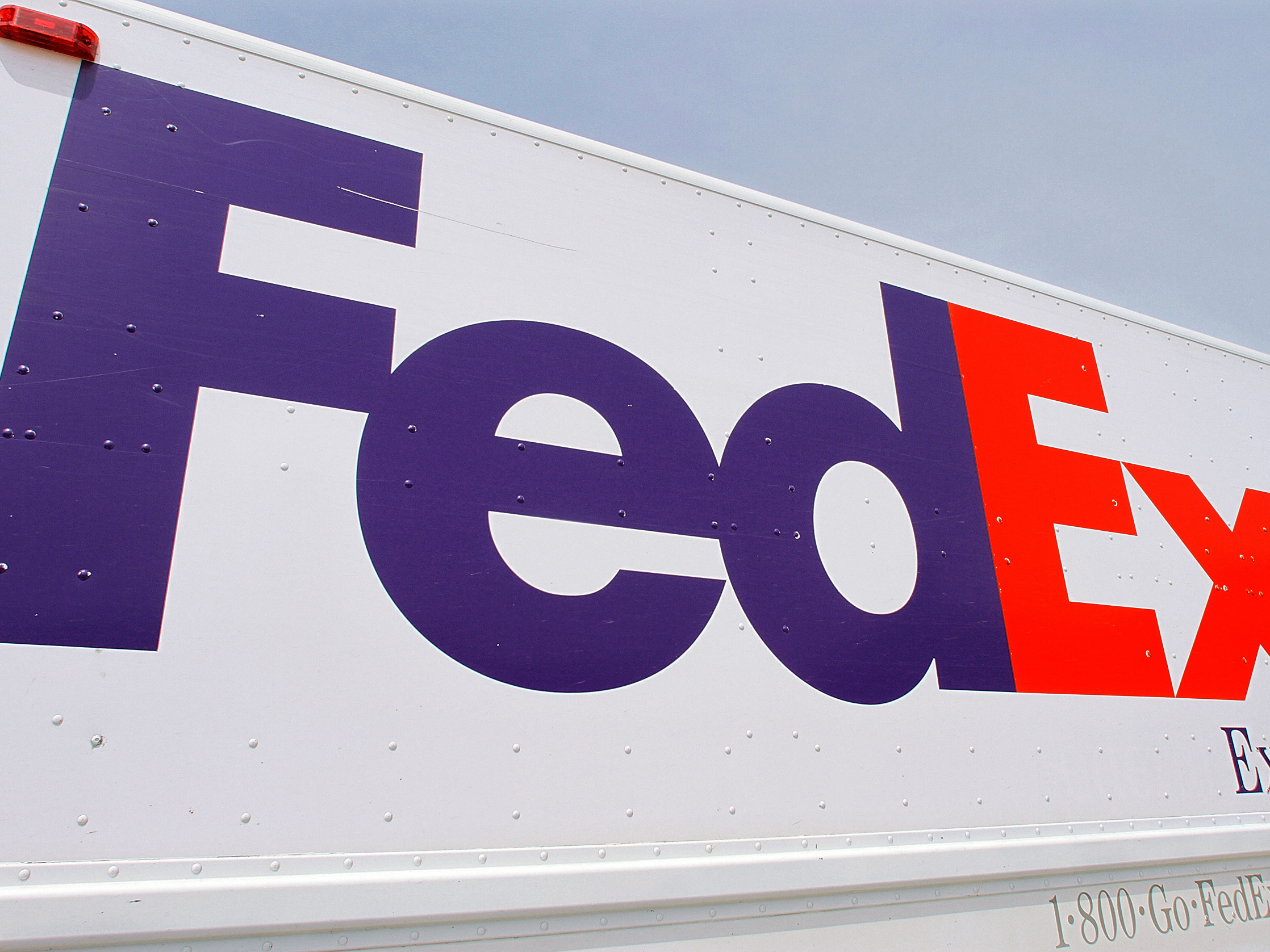 Indianapolis FedEx facility shooting leaves 8 dead, attacker's identity unknown