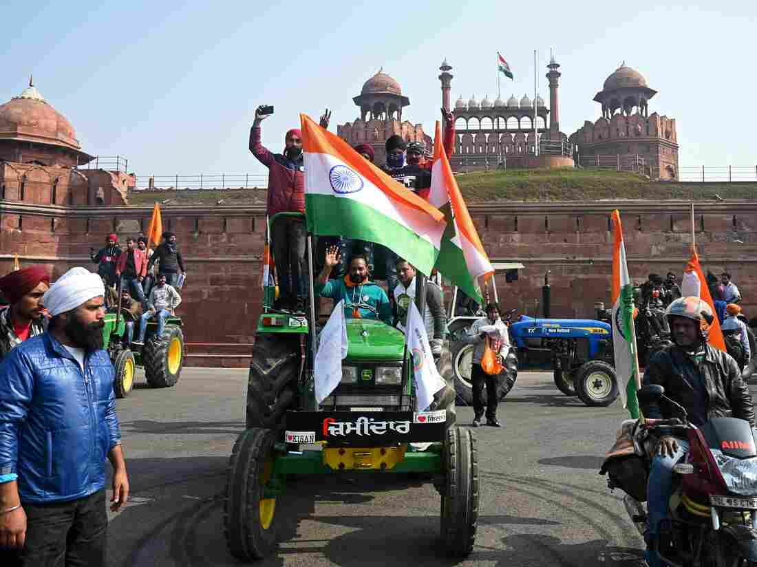 Farmers take part in a tractor rally as they continue to protest against the central government's recent agricultural reforms, in front of Red Fort in New Delhi on January 26, 2021.