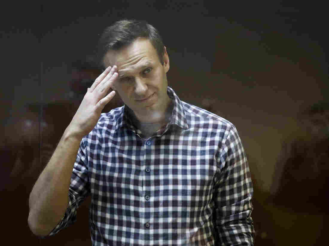 Kremlin critic Alexei Navalny's doctors prevented from seeing him in prison hospital