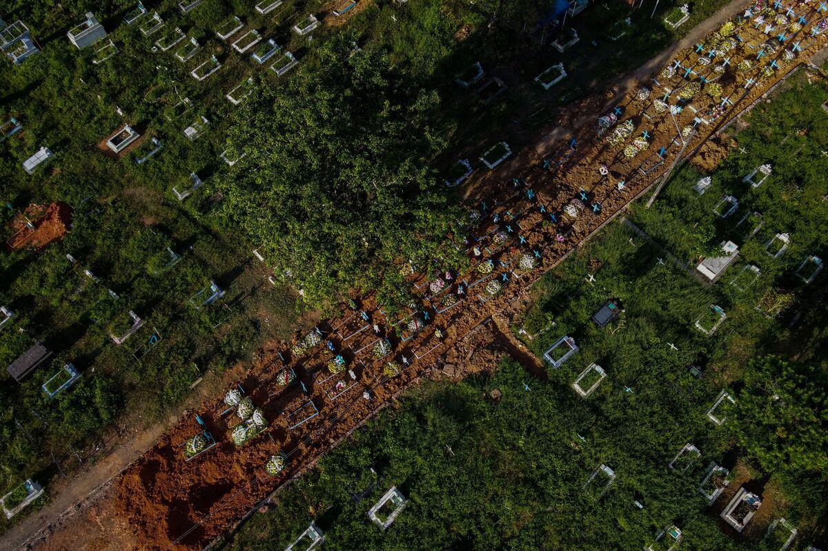 Brazil COVID-19 Deaths Top 400,000 Amid Fears Of Worsening Crisis : Coronavirus Updates : NPR