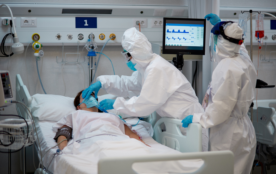 Serious cases of COVID-19 have grown in recent weeks in Americans 50 and younger. (Tempura/Getty Images)