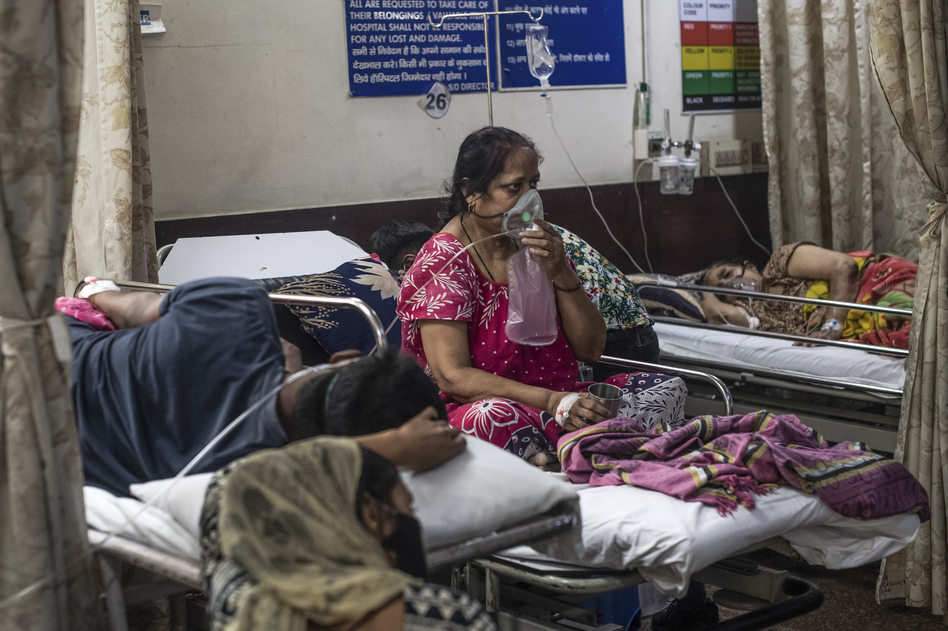 A woman who contracted the coronavirus is connected to an oxygen supply inside the emergency ward of a COVID-19 hospital on May 3 in New Delhi.