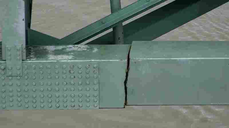 Cracked Memphis Bridge Indefinitely Closed, Disrupting Supply Chain