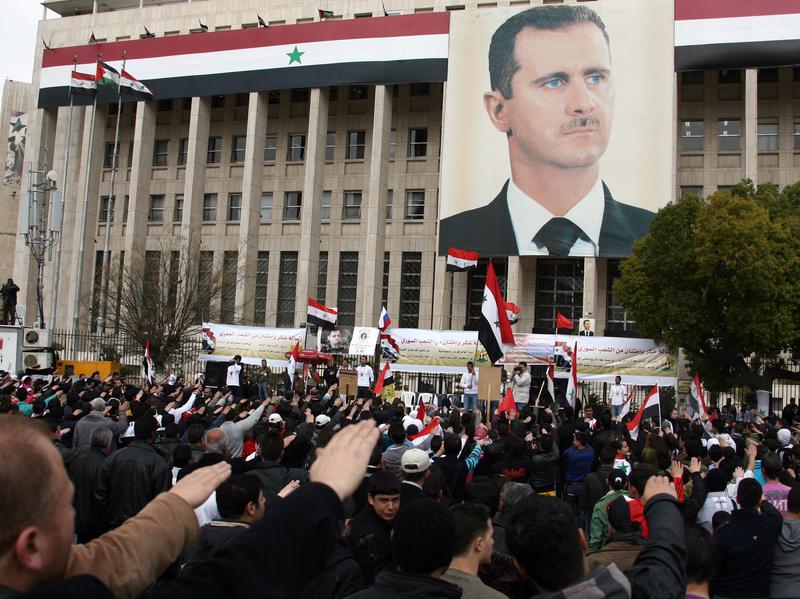 في 15 فبراير / شباط 2012 ، احتشد سوريون لدعم الرئيس بشار الأسد وسط دمشق.