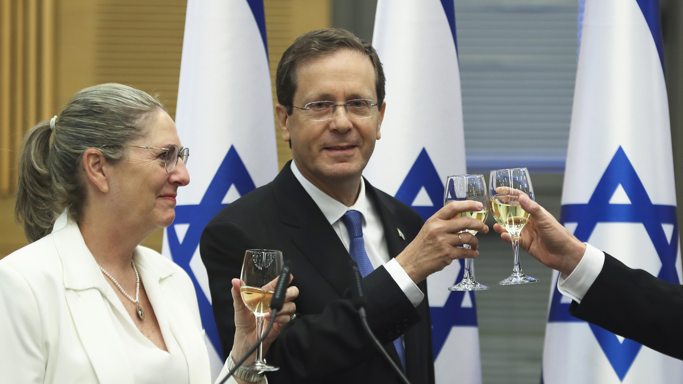 Israeli politicians say they have reached a deal that would topple Netanyahu: NPR