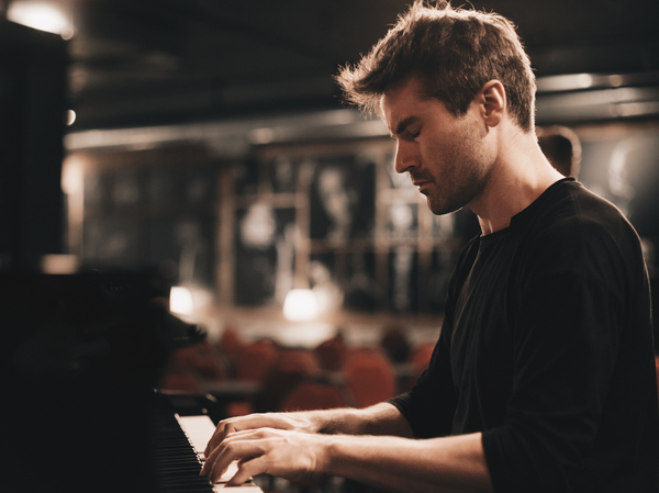 The son of an opera singer and a biologist, Dan Tepfer pursues connections among music, math and science.