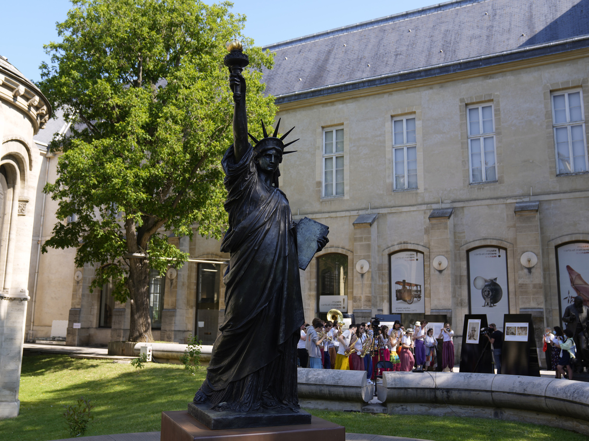 France sends smaller Statue of Liberty to US: NPR